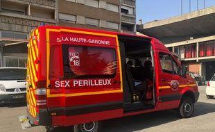 Le véhicule de secours des pompier de la Haute-Garonne en fâcheuse position.