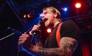 """Jesse Hughes, chanteur et guitariste du groupe """"Eagles of Death Metal"""", en concert le 13 février 2016 à Stockholm"""