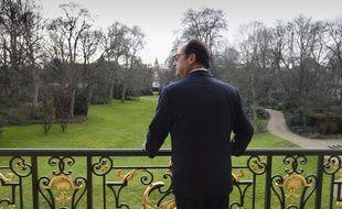 François Hollande au balcon de son bureau à l'Elysée