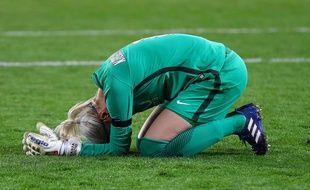 Kiedrzynek, la gardienne du PSG, en larmes après avoir manqué son pénalty contre Lyon en finale de Ligue des champions.