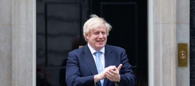 Boris Johnson devant le 10 Downing Street à Londres, le 21 mai 2020.
