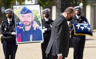 Jean Castex a présidé un hommage national pour Eric Masson, un policier mort en service