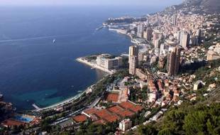 La principauté de Monaco est à l'étroit dans ses 2 km2. Elle veut s'étendre de six hectares dans la mer pour y construire des logements de luxe afin d'attirer une clientèle internationale fortunée, tout en préservant une réserve marine protégée se trouvant à proximité.