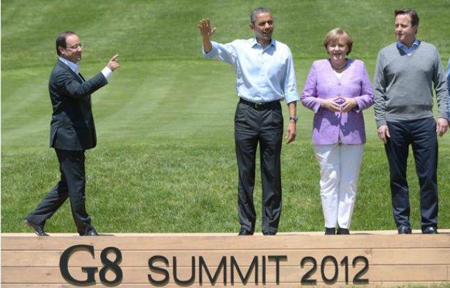 François Hollande rejoint Barack Obama, Angela Merkel et David Cameron sur une scène à Camp David, aux Etats-Unis, où s'est déroulé le G8 le 19 mai 2012.