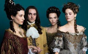 Elisa Lasowski (Marie-Thérèse), George Blagden (Louis XIV), Anna Brewster (Montespan), Noémie Schmidt (Henriette)