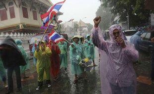 Mardi 26 novembre, des manifestants ont protesté devant le ministère de l'Intérieur contre le gouvernement en Thaïlande.