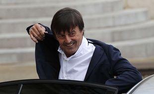 Nicolas Hulot, ministre de la Transition écologique arrive dans la cour de l'Elysée pour son premier Conseil des ministres (et sans cravate).