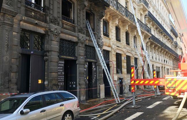 Dimache, les pompiers étaient encore à pied d'oeuvre sur l'incendie de la rue Ferrère à Bordeaux.