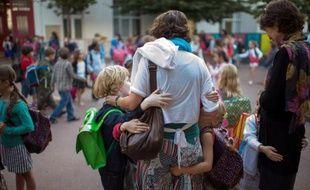 """""""En 35 ans de vie scolaire, c'est la pire rentrée de ma carrière"""": certains enseignants parisiens ne cachent pas leur désarroi face à une mise en oeuvre parfois chaotique du retour à la semaine de quatre jours et demi dans le primaire."""