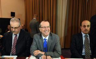 L'allemand Martin Kobler, émissaire de l'ONU pour la Libye (c), le 10 décembre 2015 à Tunis