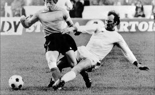 Le Stéphanois Jean-Michel Larqué en finale de la Coupe des clubs champions en 1976 contre le Bayern Munich.