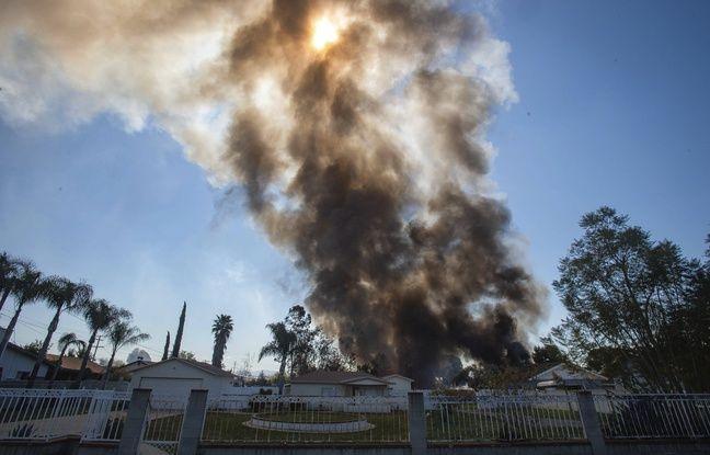 648x415 une maison sous les flammes apres l explosion de feux d artifice a ontario le 16 mars 2021