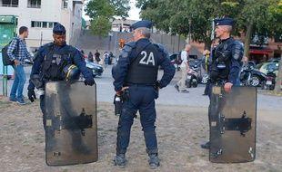 Des policiers lors d'une manifestation des gilets jaunes en septembre 2019 à Paris.
