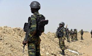 Des soldats camerounais en patrouille le 17 février 2015 à Fotokol, située dans le Logone-et-Chari et la région de l'Extrême-Nord, à la frontière avec le Nigeria