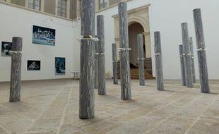 Les sculptures de Maude Maris sont exposées dans le hall du musée.