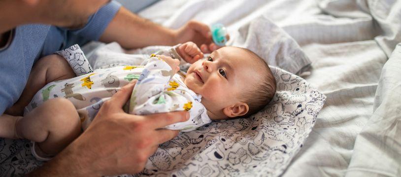 Le congé paternité a été allongé à 28 jours.