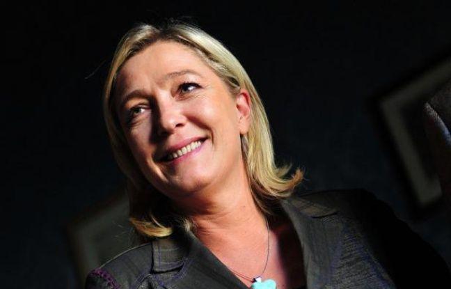 En quête d'une stature internationale, Marine Le Pen poursuit cette semaine sa campagne présidentielle aux Etats-Unis, mais la seule personnalité politique qui figure à son agenda, le républicain Ron Paul, a fait savoir qu'il ne pourrait pas la rencontrer.