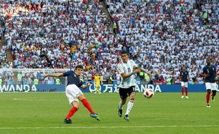 Le moment de grâce de Pavard lors de France-Argentine, en 8e de finale de Coupe du monde, le 30 juin 2018.