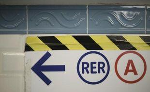 Dix bus de substitution sont mis en place après l'interruption du trafic sur le RER A entre les gares de La Défense et Rueil-Malmaison