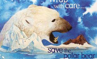 """Un emballage de préservatif distribué par le Center for biological diversity le 31 décembre 2010: """"Sortez couverts, sauvez l'ours polaire""""."""