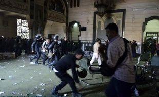 """Les dirigeants de l'Union européenne, Herman Van Rompuy et Jose Manuel Barroso, ont averti dimanche le gouvernement égyptien que l'UE était prête à """"réexaminer"""" ses relations avec l'Egypte s'il n'y était pas mis fin aux violences."""