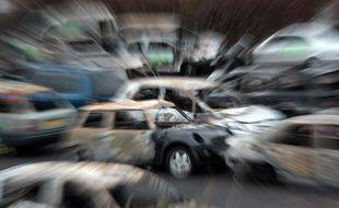 Des voitures brûlées, collectées par les services municipaux de Strasbourg le 1er janvier 2013