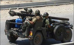 Six soldats libanais ont été tués jeudi dans les combats qui opposent l'armée aux islamistes du Fatah al-Islam, retranchés dans le camp palestinien de Nahr al-Bared, dans le nord du Liban, a annoncé à l'AFP un porte-parole de l'armée.
