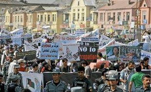 Plusieurs centaines d'Afghans ont manifesté hier dans le centre de Kaboul.