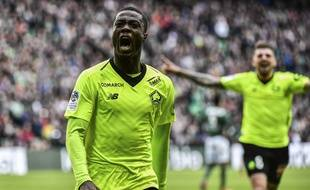 Nicolas Pépé a inscrit ce dimanche son 17e but de la saison en Ligue 1, au terme d'un nouvel exploit individuel synonyme de succès (0-1) à Saint-Etienne. JEFF PACHOUD