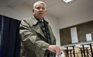 Le ministre roumain des Affaires étrangères, Teodor Melescanu, vote à l'élection présidentielle, le 16 novembre 2014 à Bucarest
