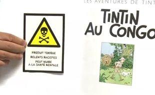 Des autocollants collés sur un album Tintin au Congo.