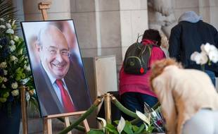 "Des Tourangeaux signent un registre de condoléances à la mémoire de Jean Germain, le 8 avril., 2015 in Tours, central France, after Germain committed suicide on April 7 prior to appearing in court. Germain was found dead near his home in Tours on April 7 after his lawyer found a ""farewell letter"" on the first day of his trial in the so-called ""Chinese Wedding"" case, in which he was charged with illegal taking of interest and concealment of public funds. AFP PHOTO / GUILLAUME SOUVANT"