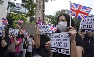 Manifestants et manifestantes veulent pouvoir obtenir plus facilement la nationalité britannique.