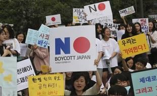 Des manifestants sud-coréens appellent à boycotter les produits japonais à Séoul, le 31 juillet 2019.