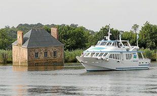 Au départ de Nantes ou de Saint-Nazaire, le bateau emmène les passagers au plus près des ?uvres d'art.