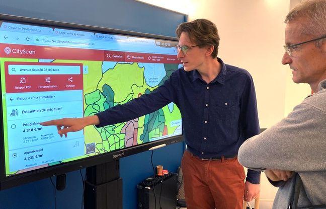 Le data scientist Gabriel Vatin présente CityScan dans le showroom de la maison de l'intelligence artificielle à Sophia Antipolis, dans les Alpes-Maritimes