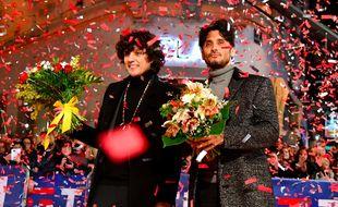 Ermal Meta et Francesco Moro sur le tapis rouge devant le Théâtre Ariston, le 5 février 2018, à la veille de la première émission en direct du Festival de la chanson italienne de Sanremo.
