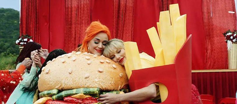 Katie Perry, en robe hamburger, et Taylor Swift, en robe frites dans le clip de «You Need To Calm Down».