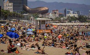 Beaucoup de touristes français ne comptent pas renoncer à leurs vacances estivales en Espagne ou au Portugal malgré le rebond épidémique.