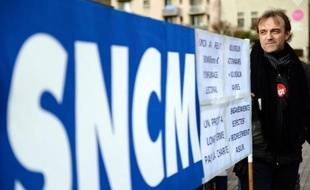 Les personnels de la SNCM ont décidé jeudi en AG la poursuite de leur mouvement de grève vendredi, avant de manifester à Marseille pour exiger l'application du plan de sauvetage de la compagnie maritime, a-t-on appris auprès de l'intersyndicale.