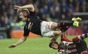 Luke Shaw a été victime d'une double fracture de la jambe sur ce tacle de Moreno lors de PSV Eindhoven-Manchester United (1-2), le 15 septembre 2015.