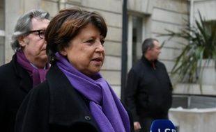La maire de Lille Martine Aubry parle à la presse lors du bureau national du PS sur la loi Travail, le 7 mars 2016 à Paris.