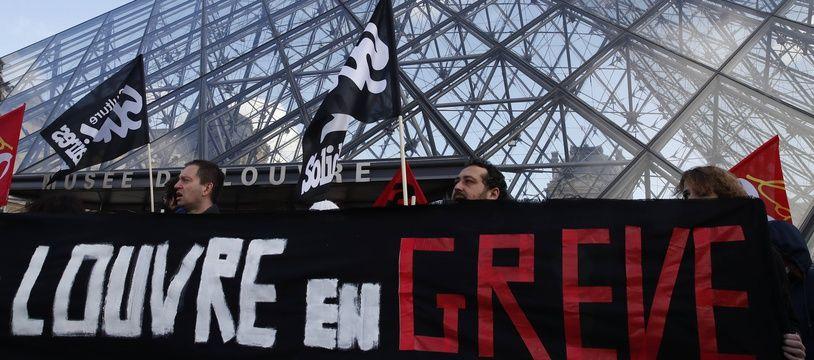 Le Louvre a été bloqué vendredi par des militants contre la réforme des retraites
