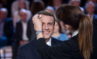 L'Elysée devrait s'acquitter d'une facture de 26.000 euros pour régler les trois mois de prestation de la maquilleuse professionnelle d'Emmanuel Macron.