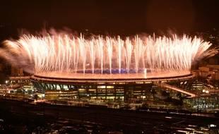 Des feux d'artifice pour la cérémonie de clôture des JO 2016, au stade Maracana à Rio, le 21 août 2016.
