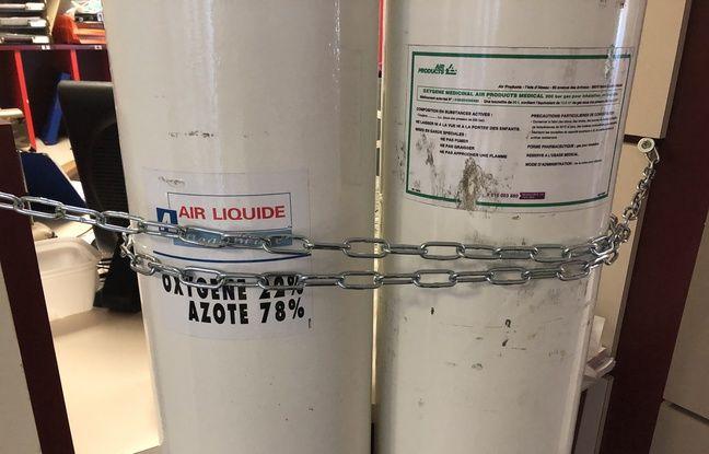Montereau (Seine-et-Marne), le 9 avril 2020. Des bouteilles d'oxygène de secours sont prévues en cas de défaillance du système principal.