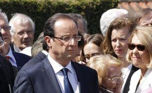 """Le candidat PS à la présidentielle François Hollande a déclaré mercredi que Gérard Longuet ne devrait logiquement plus être ministre, si Nicolas Sarkozy et son exécutif avaient réellement la volonté de ne """"faire aucune compromission à l'égard du Front national""""."""