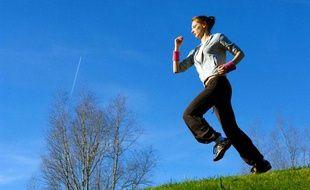 Photo d'illustration: une jeune femme fait du jogging.