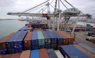 Un porte-conteneurs sur le port du Havre