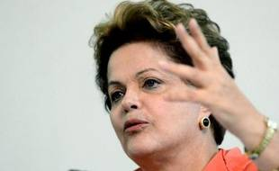 Le gouvernement brésilien a remis mardi au Parlement une demande de référendum de la présidente Dilma Rousseff, en vue d'une réforme politique en réponse aux manifestations qui ont notamment dénoncé la corruption et les mauvaises pratiques politiques.